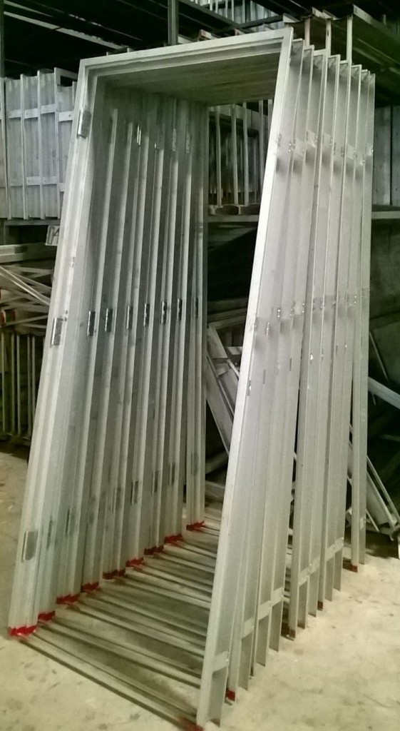SUPPLIER PINTU HDF ANGZDOOR,Kusen Metal angzdoor.