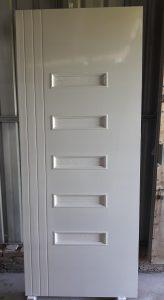 Pintu WPC warna putih